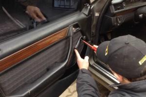 Mercedes 124 scąganie tapicerki drzwi